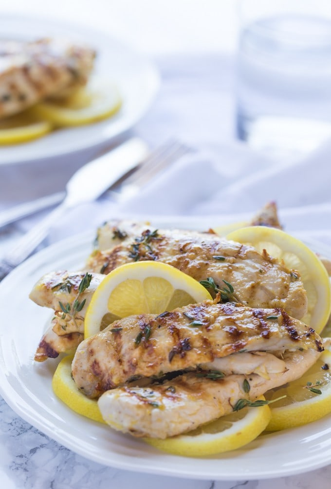 Grilled Paleo Lemon Chicken & Thyme, only 192 calories per serving and 4 WEIGHTWATCHERS SMART POINTS! It's bursting with fresh herbs & garlic flavors! It's healthy, whole30; gluten free and low carb | noshtastic.com
