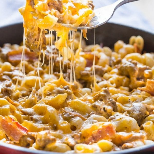 This Bacon Cheeseburger Pasta recipe has all the fabulous flavors of a bacon cheeseburger but in a skillet, my family absolutely LOVE this dish, it's mind blowingly awesome! | you can make it gluten free and dairy free if you need to.
