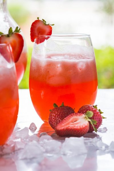 5 Minute Homemade Strawberry Lemonade