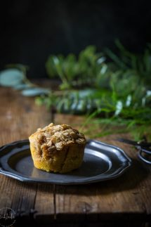 The BEST Gluten Free Pumpkin Muffins made with real pumpkin and Pumpkin Pie Spice plus a delicious streusel oatmeal topping, they are gluten free & healthy.