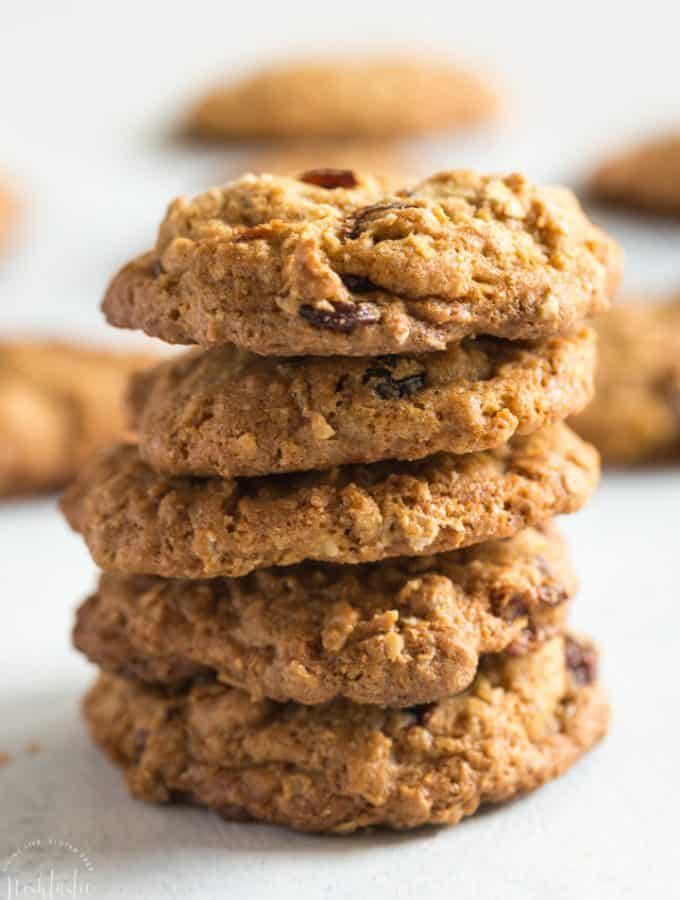 gluten free oatmeal raisin cookie, quick and easy to bake | www.noshtastic.com #glutenfreecookie #glutenfreebaking #glutenfree #glutenfreerecipe #oatmealraisin #noshtastic