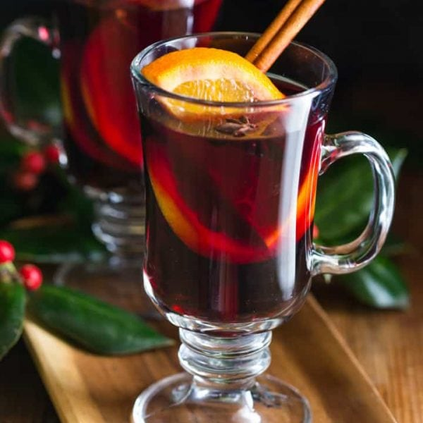 This mulled wine recipe is easy to make in a crockpot or on the stovetop! It's a perfect drink for the holiday season, #Glühwein #mulledwine #noshtastic